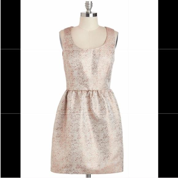 Modcloth Dresses & Skirts - ModCloth Good as Golden Dress ⭐️